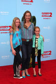 Melora Hardin, with daughters Rory and Piper — Stock Photo