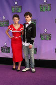 Joey King, Nolan Gould — Photo