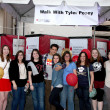 Tyler Posey with fans and supporters of his LLS team — Stock Photo