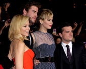 Elizabeth Banks, Liam Hemsworth, Jennifer Lawrence, Josh Hutcherson — Stock Photo