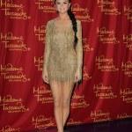 ������, ������: Selena Gomez Wax Figure