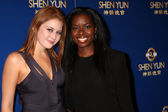 Renee Olstead & Camille Winbush — Stock Photo