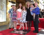 Cheryl Hines, Extended Family children — Stock Photo