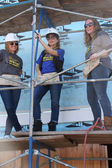 Kelly Sullivan, Lisa LoCicero, Volunteer — Stock Photo