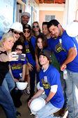 Habitat Volunteer, Dominic Zamprogna, Rebecca Herbst, Lisa LoCicero, Kelly Sullivan, Ryan Paevey, Jimmy Dreshler — Stock Photo