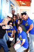 Habitat Volunteer, Dominic Zamprogna, Rebecca Herbst, Lisa LoCicero, Kelly Sullivan, Ryan Paevey, Jimmy Dreshler — Stock Photo