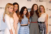 Ashley Benson, Shay Mitchell, Lucy Hale, Troian Bellisario, Sasha Pieterse — Stockfoto