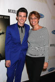 Drake Bell, mother Robin Dodson — Stock Photo