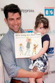 Tess Sanchez, Max Greenfield, Lilly Greenfield — Stock Photo