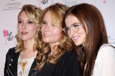 Madelyn Deutch, Lea Thompson, Zoey Deutch — Stock Photo