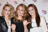 Madelyn Deutch, Lea Thompson, Zoey Deutch — Stock Photo