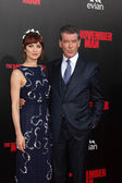 Olga Kurylenko, Pierce Brosnan — Stock Photo