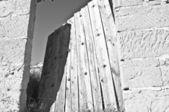 Ramshackle door — Stock Photo