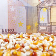 Euro banknote and corn beans — Stock Photo