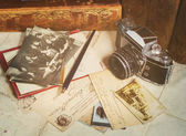 Retro camera, old photos, letters and books with pen composition — Zdjęcie stockowe