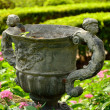 Garden urn in formal gardens — Stock Photo