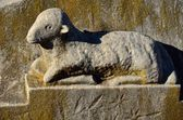 Baby lamb memorial statue — Stock Photo