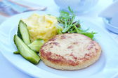 Cutlet with mashed potatoes and cucumber — Stock Photo