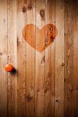 中央の赤い中心付き木製ドア — ストック写真