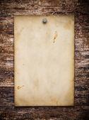 Eski bir kağıt ahşap zemin üzerinde — Stok fotoğraf