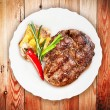 Juicy steak with vegetables — Stock Photo