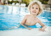 Little blondie girl in the swimming pool — Stock Photo