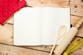 Blank recipe book on wooden table — Stockfoto