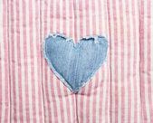 Liefde hart op vintage stof achtergrond — Stockfoto