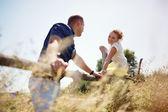 Par i kärlek, sommaren utomhus — Stockfoto