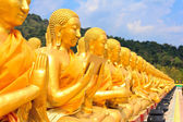 Many buddha statue under blue sky in temple — Stock Photo
