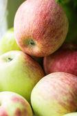 Zielone jabłka czerwony — Zdjęcie stockowe