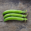 Fresh pea pods in a row — Stock Photo