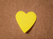 Heart shape sticky note on cork board — Stock Photo