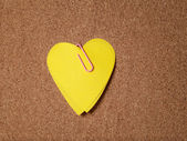 Heart shape sticky notes on cork board — Zdjęcie stockowe