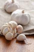 Garlic on wood table — Stock Photo