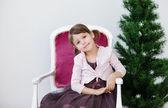 Chica del niño Navidad cerca de árbol de Navidad — Foto de Stock