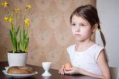 Small girl holding Easter egg in her hands — Stock Photo