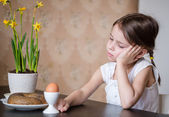 Thoughtful preschooler girl refusing to eat — Stock Photo