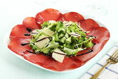 Bresaola with green salad and parmesan — Stock Photo