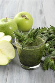 Nettle and green apple smoothie — Stock Photo
