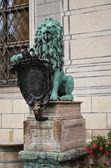 Statua di leone di fronte la residenz 2 — Foto Stock