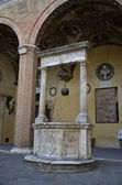 Renaissance courtyard with a well, Siena — Stock Photo