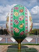 Big Painted easter egg in Sumy, Ukraine — Stock Photo