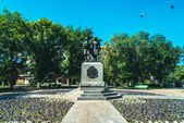 Monument of Alexandr Pushkin and Vladimir Dal in Orenburg city, Russia — Stock Photo