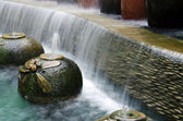 Caídas de agua del jardín. — Foto de Stock
