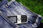Telefon och jeans. — Stockfoto