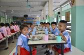 Mangent des étudiants de thaïlande — Photo