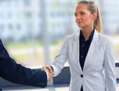 The friendly businesswoman keeps women's hands in greeting when meeting — Foto Stock