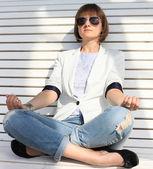 Business woman meditating and making yoga — Stock Photo