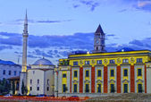 Ethem Bey Mosque, Clock tower and Parlament building at night, Tirana, Albania — Stock Photo